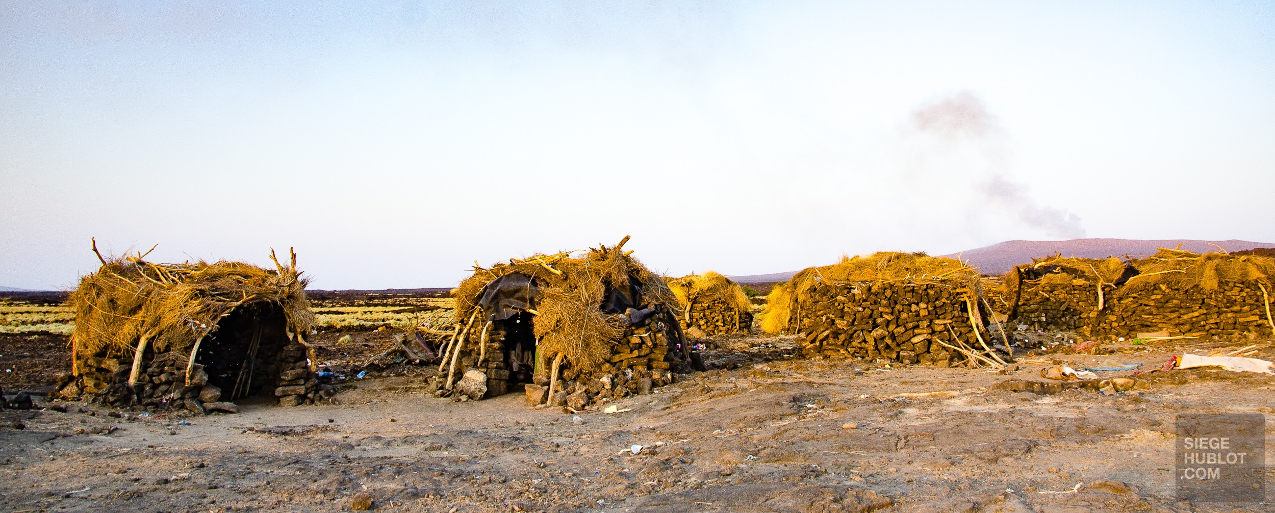 village huttes - volcan erta ale - Visiter une autre planete: Danakil, Ethiopie - afrique, ethiopie