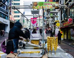 Myeongdong patate spirale bouffe de rue - Seoul - Un petit saut aux Olympiques - Asie, Corée du Sud