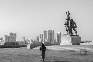 monument politique noir et blanc - pyongyang - Coree du Nord, l'envers de la medaille - Asie, Coree du Nord