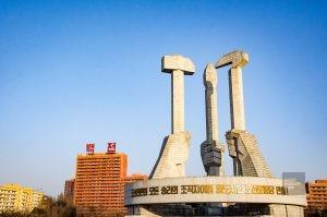 monument politique - pyongyang - Coree du Nord, l'envers de la medaille - Asie, Coree du Nord