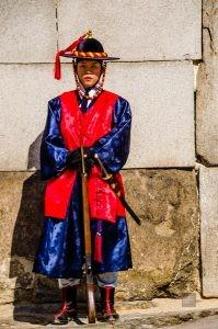 porte sud soldats seoul ville rouge - Seoul - Un petit saut aux Olympiques - Asie, Corée du Sud
