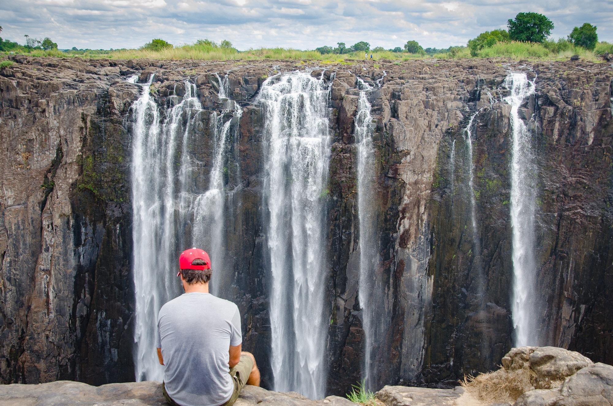 pieds dans le vide - les chutes victoria - Zimbabwe, les chutes Victoria et plus encore! - afrique, zimbabwe